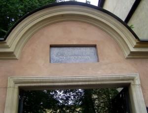 שער הכניסה לבית הכנסת פופר