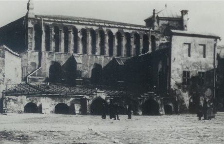 התמונה ההפוכה בבית הכנסת הישן